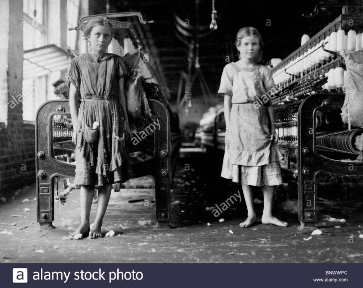 spinners-in-a-cotton-mill-child-labor-circa-1911-BNWWPC